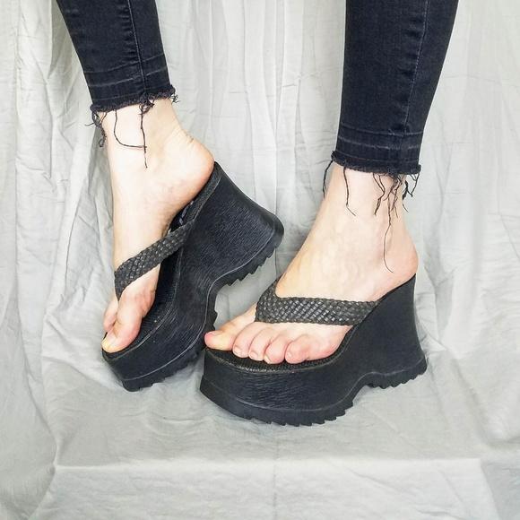 3aa5131eff5d lei Shoes - Vintage L.E.I chunky 90s platform sandles